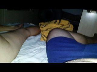 esposa gostosa dormindo e maridão filmando (Frau schlafen)