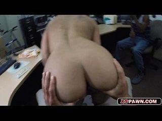 sexy heißes Babe mit einem riesigen Schwanz