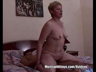 erfreulich fucking Moment zwischen einem Stiefsohn und einer Stiefmutter