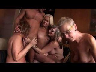 Amateur Gruppensex mit einigen reifen