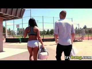 gianna nicole spielt Ball im Park in der Öffentlichkeit bang hd porn