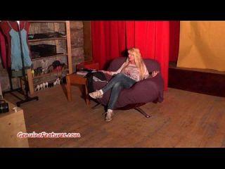 wilde tschechische milf zeigt ihre großen boobs beim Casting