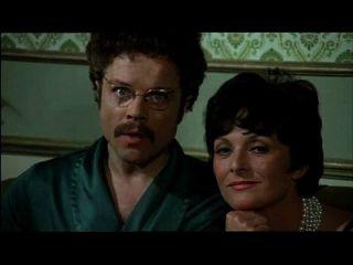 Voyeur Familie im Zeichen der Zwillinge (1975) Sex Szene 2