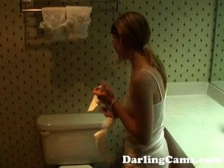 junge 18yo teen masturbiert im Hotel Badezimmer darlingcams.com