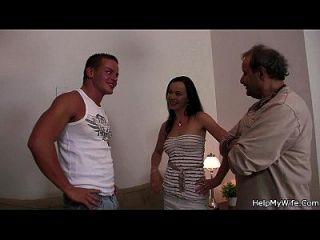 Ehemann Freund schlägt seine heiße Frau
