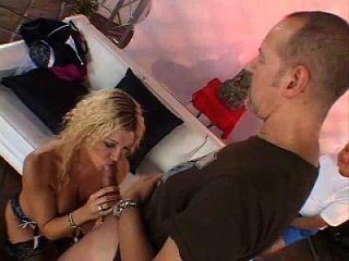 Lieblings blonde Swinger Frau