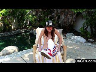 Dagfs schöne Riley Reid spielen mit ihrer engen Teen Pussy