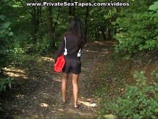 Video Amateur Sex mit naughty Mädchen fucking nackt im Freien