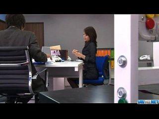 Büro Bimbo, Maki Hojo, spielt mit ihrer Fanny