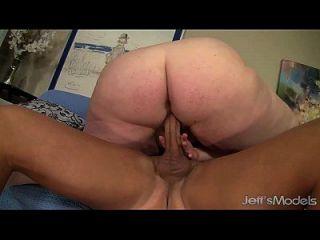 heiß und sexy bbw julie ann mehr bekommt ihre pussy gerietet
