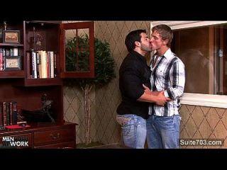 heftiger Homosexuell wird Arsch gefickt im Büro