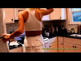 Kendra Sunderland brandneue Ölung selbst in der Küche
