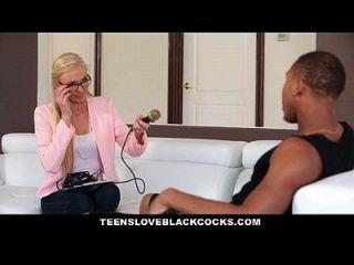 teensloveblackcocks blonde chick wird von bbc athlet geplündert