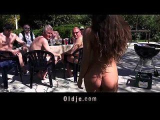 8 glückliche alte Männer gang bang anita