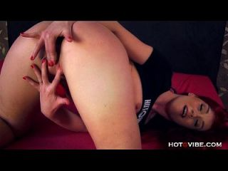 schreiende schmutzige Redhead-Babe mit großem Arsch
