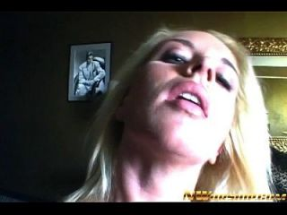 Blonde Teen Mädchen Interracial Porn Action mit einem großen schwarzen Schwanz