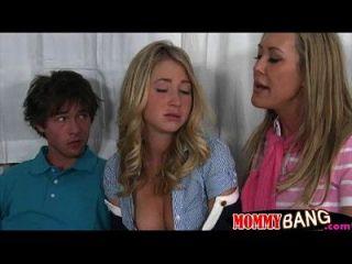 Stepmom Brandi Liebe und Teen Slut Casi James teilen einen Schwanz