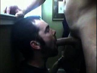 hetero casado le mete la verga ein un gay que le pide toda la leche de su polla