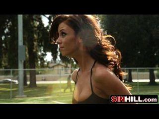 Big Tit Fußball Mädchen Capri cavalli und Anissa Kate Dusche Vierer