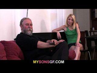 pissed dude findet seine Dame mit seinem Vater