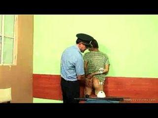Daddy Cop Arressts dann fickt twink
