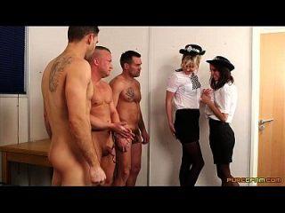 Polizei Frau bekommt drei Lasten auf ihrem Gesicht