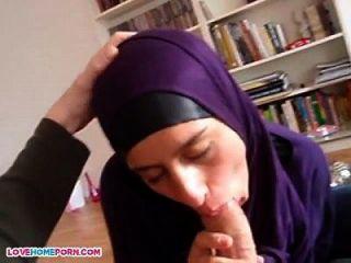 arabische Küken gibt Kopf