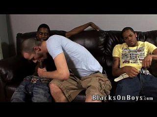 brenden shaw versucht interracial Sex mit zwei schwarzen Jungs