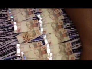 ostentação, banho de dinheiro