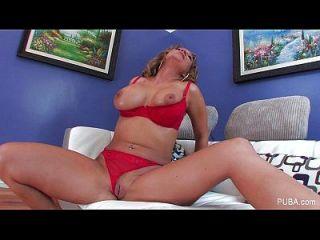 nikki sexx streckt ihre Pussy aus