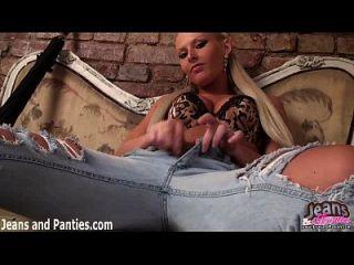 Ich liebe, wie mein Höschen aus der Oberseite meiner Jeans späht