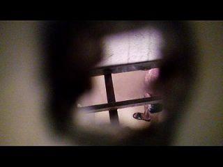 espiando ein mi vecino en el baño