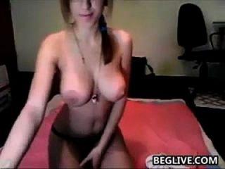 schlanke cam Mädchen mit großen Brüsten