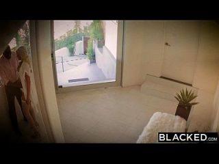 Schwarze Frau Gigi Allens nimmt ihren ersten großen schwarzen Schwanz