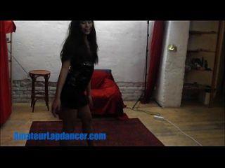 asian teen tut mit lapdance für einen fremden