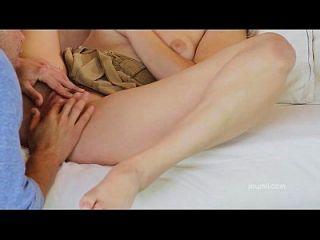 heiße Freundin Deepthroats dann reitet harten Schwanz