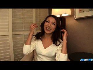 kanako tsuchiyo versucht leckeren Schwanz zwischen ihren glatten Lippen