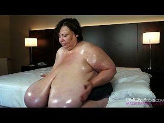 absolut riesige natürliche boobs oma