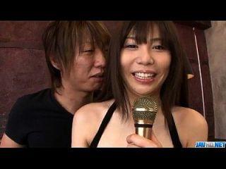 Karen natsuhara benutzt großen Schwanz, um ihre enge Vagina zu zertrümmern