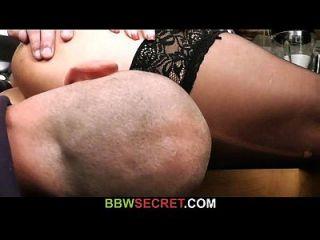 bbw reitet seinen Schwanz während seine Frau im nächsten Raum
