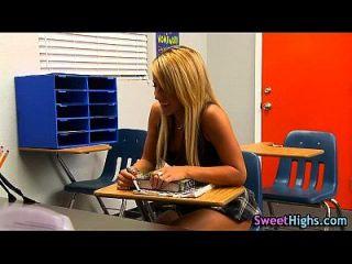 High School Skank saugt
