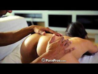 pornpros asiatische Schönheit morgan lee bekommt Pussy gefüllt mit großen Schwanz
