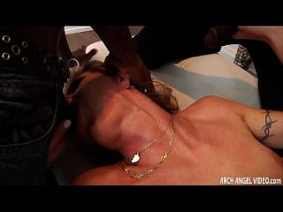 blonde Schlampe anal gangbanged von hung schwarzen Jungs