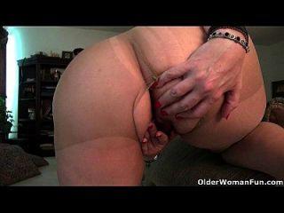 amerikanische milf lauren kümmert sich um ihre wunderschöne pussy