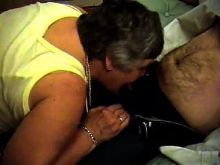 grandma libby von epikgranny.com gibt blowjob und footjob