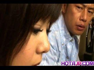Shino Nakamura bekommt Sperma auf geflochtenen rasierten Riss aus gesaugten Hahn