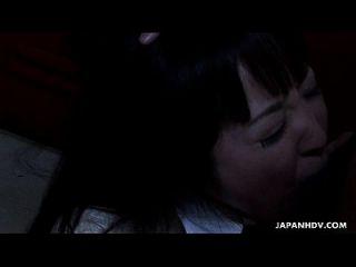 asiatische Schule Mädchen saugen hart auf den fetten Dong