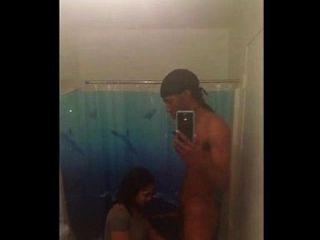 golosa se kommen una verga negra en el baño