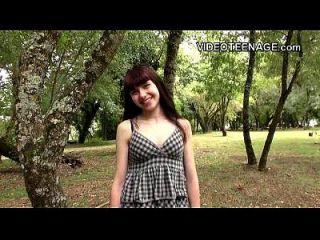 18 Jahre alte Luna rivalisierende erste Porno-Casting