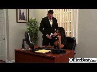 Schlampe Büro Mädchen mit großen Juggs genießen Sex Film 19
